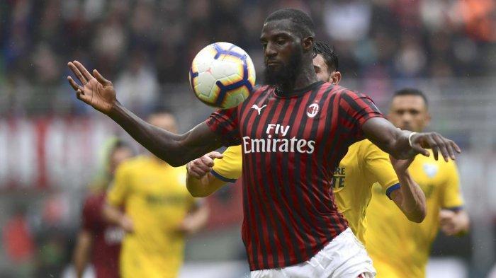 Tiemoue Bakayoko gelandang Chelsea yang sempat dipinjamkan ke AC Milan. Ia kembali diincar Rossoneri untuk musim ini.