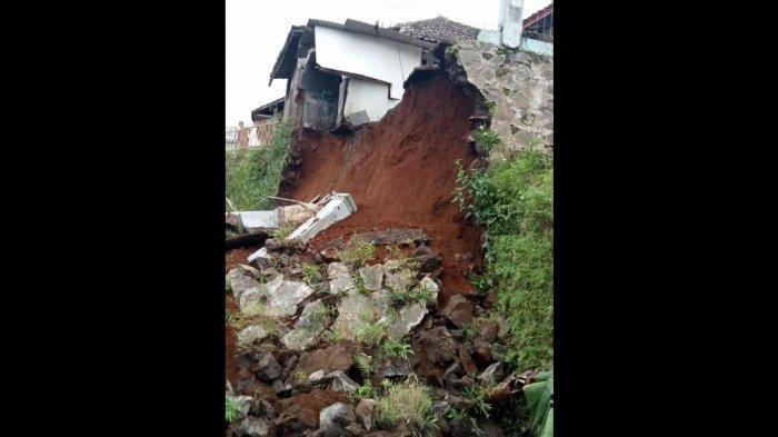 Tembok Penahan Tebing di Panjalu Ciamis Runtuh, Tiga Rumah Warga Terancam