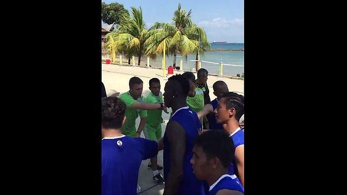 Persib Latihan di Pantai, Fabiano Beltrame Pun Sapa Bobotoh dan Katakan Semangat