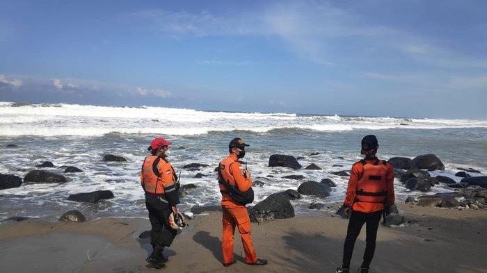 Gelombang Tinggi Jadi Kendala Basarnas Lakukan Pencarian Jamal yang Hilang di Laut Selatan Cianjur