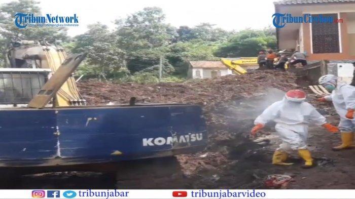 Bau Menyengat Tercium di Lokasi Hajatan yang Dikubur Longsor Cimanggung, Tanahnya Seperti Bubur