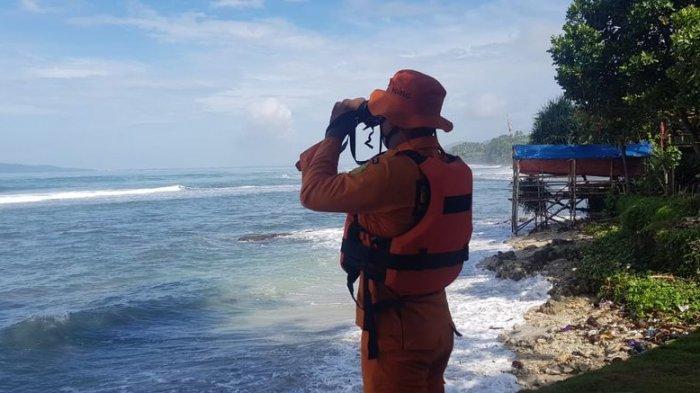 Sampan Motor Tenggelam Setelah Dihantam Ombak, 1 Anak Meninggal, 3 Orang Hilang