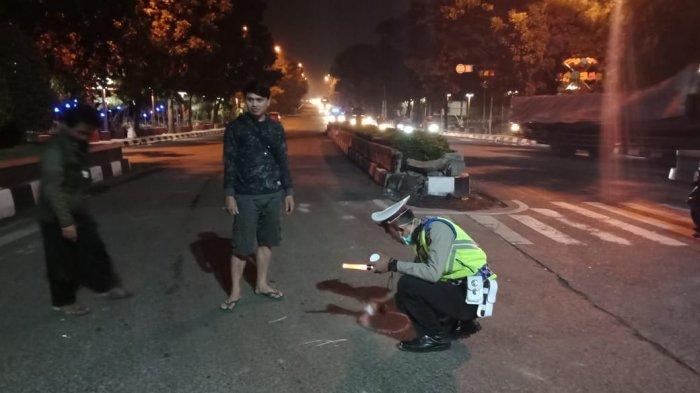 Tak Peduli Peringatan Juru Parkir, Pria Asal KBB Tewas Terlindas Truk di Cimahi