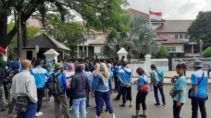Tolak UU Cipta Kerja, Ratusan Buruh Datangi DPRD dan Pemkab Cirebon