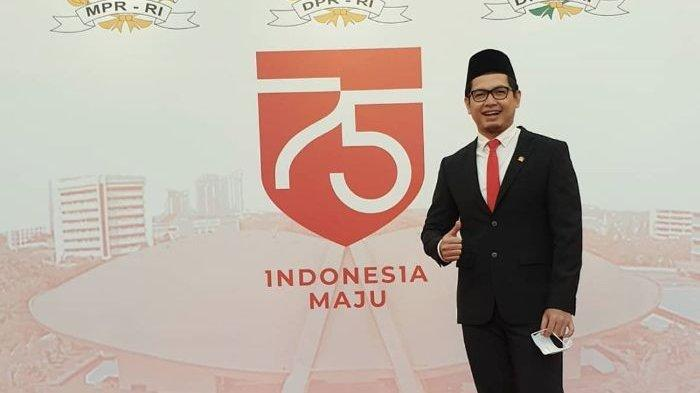 Unggah Foto Plesiran Saat Demo Tolak UU Cipta Kerja, Tommy Kurniawan Disorot Netizen