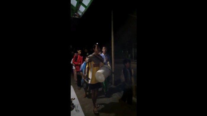 Pakai Galon & Ember, Tradisi ''Gogobrot'', Cara Pemuda di Cisolok Sukabumi Bangunkan Sahur