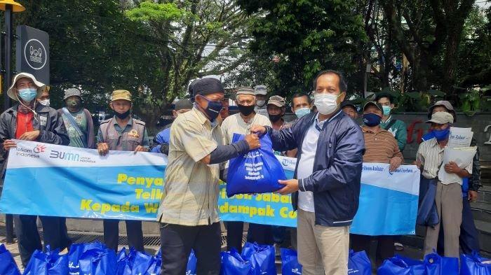 Tribun Jabar-Telkom Bagikan Sembako ke Warga Terdampak Covid-19 di Bandung, Pengecer Doakan Begini