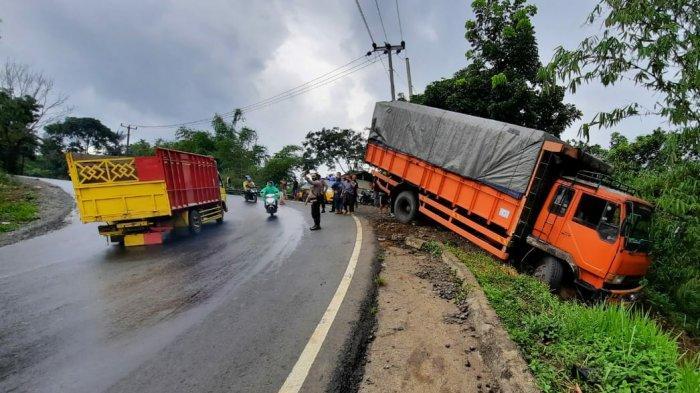 Turunan Lengkob Jalur Gentong Tasik Kembali Memakan Korban, Setelah Bus Kini Truk Fuso yang Nyungseb