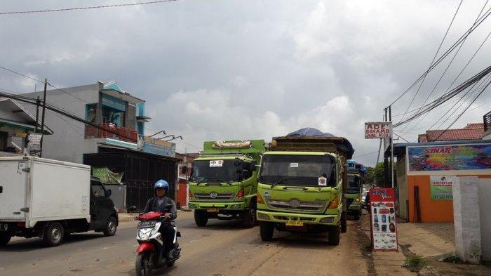 Polisi Hentikan Sejumlah Truk Pengangkut Tanah di Tanjungsari Sumedang