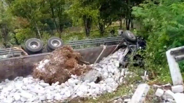 Sopir Pilih Arahkan Truk Tronton ke Jurang, Alami Rem Blong Turun di Kawasan Gentong