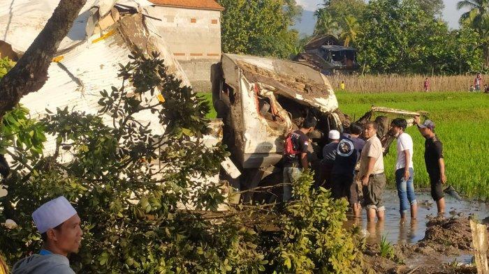 Setelah Terjepit 5 Jam, Sopir Truk yang Alami Kecelakaan di Cianjur Bisa Dievakuasi, Ini Kondisinya