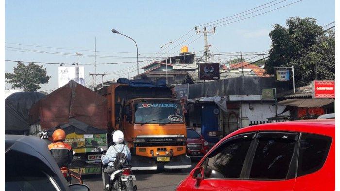 Pengendara Keluhkan Truk yang Masih Beroperasi di Jalur Bandung-Sumedang