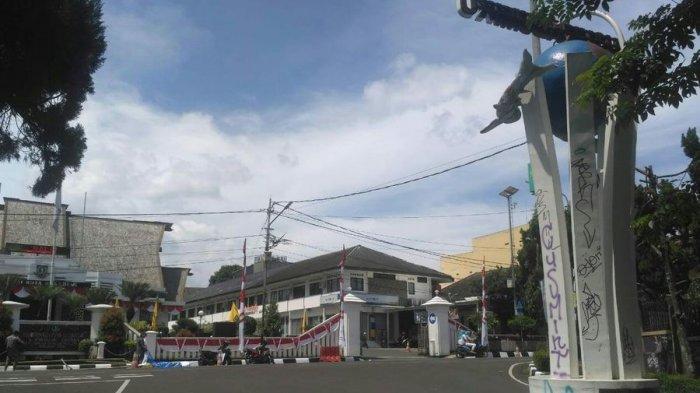 Di Depan Balai Kota, Tugu Ku Sukabumi Ku Dipenuhi Coretan Vandalisme