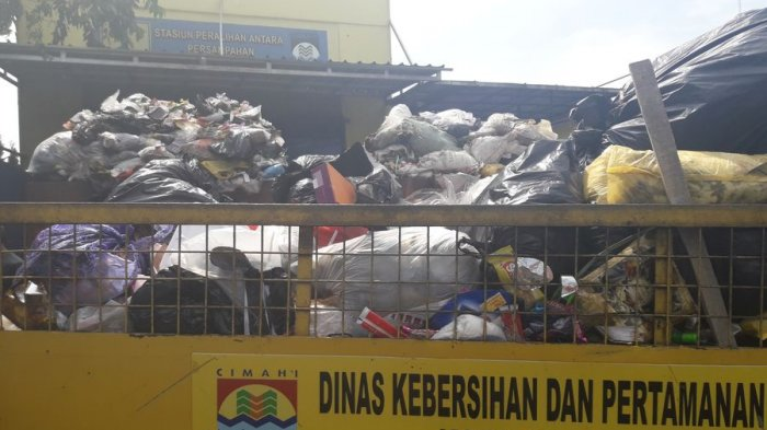 1.200 Petugas Kebersihan Dikerahkan Bersihkan Sampah yang Menggunung di Bandung