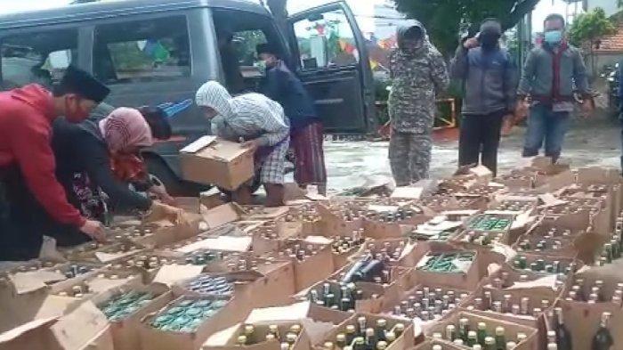 Warga Karangnunggal Tasik Datangi Tempat Penjualan Miras, Ribuan Botol Langsung Dibawa ke Polsek