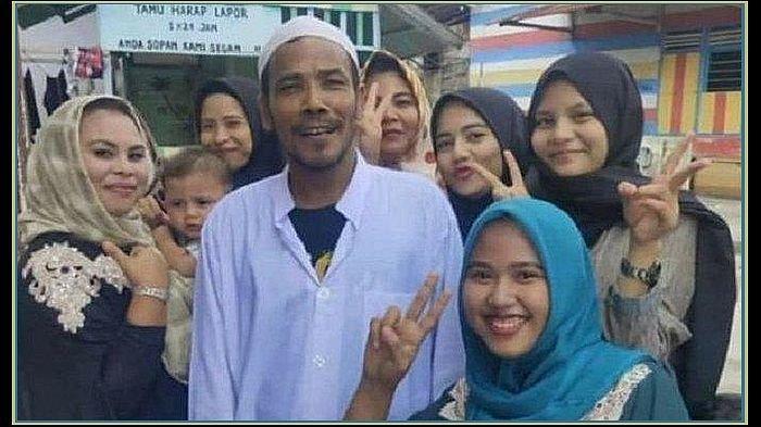 Usai Nge- Prank Lelang Motor Jokowi, M Nuh Malah Disambut bak Selebriti, Diarak Warga di Kampungnya