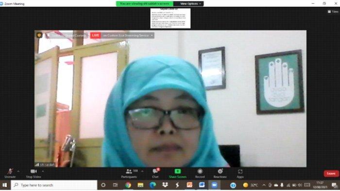 Pemateri webinar kelompok 15 (Dr. apt, Siti Saidah Muthmainah, M.Si,)