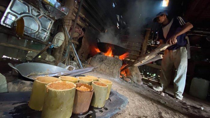 Ujang, Pembuat Gula Aren Turun Temurun di Pasir Munjul Purwakarta, Begini Proses Pembuatannya