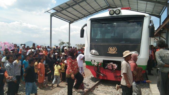 Tinggal 2 Kilometer Rel Belum Terpasang, Reaktivasi Kereta Cibatu-Garut Target Februari Tuntas