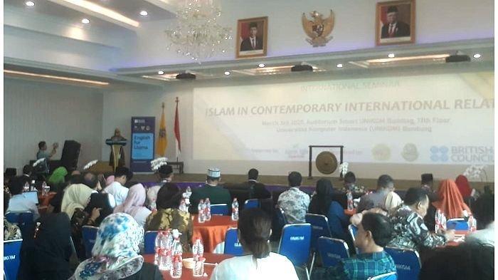 Ulama Inggris Masuk Bandung, Ikuti Seminar di Unikom dan Siap Keliling Jabar