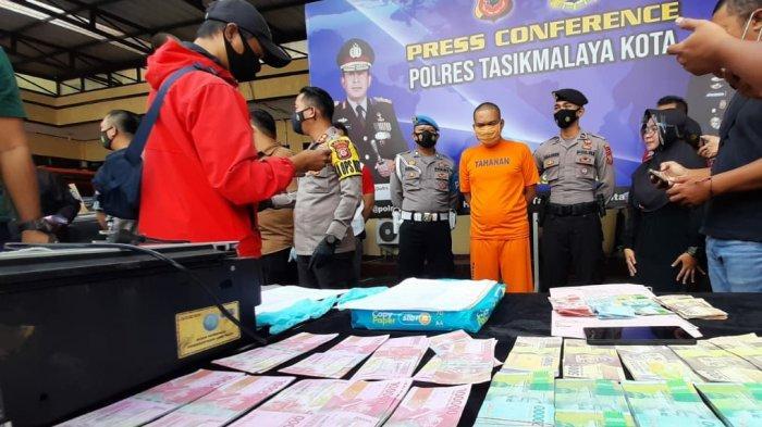 BREAKING NEWS Buat dan Edarkan Uang Palsu, Tukang Es Asal Tasik Ditangkap, Upal Rp 40 Juta Disita