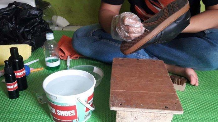 Peluang Usaha Cuci Sepatu, Mahasiswa Ini Bisa Dapat Pelanggan Bukan Hanya Warga, Tapi Juga Artis