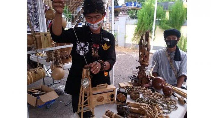 Di Tangan Mang Utis, Limbah Bambu dari Sungai Citanduy Disulap Menjadi Barang Bernilai Seni Tinggi