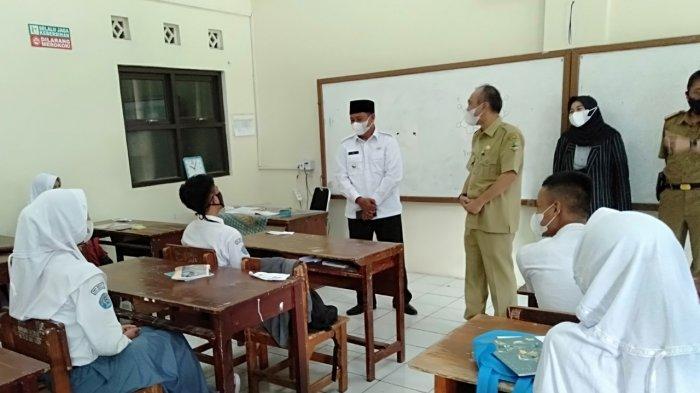 Pak Uu Semringah Lihat Pelaksanaan PTM di Kota Tasik Sesuai Prokes, Siswa Tampak Bahagia