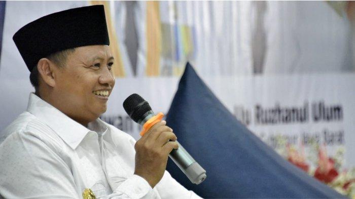 Wakil Gubernur Jawa Barat Uu Ruzhanul Ulum saat memperingati Hari Perhubungan Nasional Tahun 2021 Tingkat Provinsi Jawa Barat di Ruang Airbus Dinas Perhubungan Provinsi Jawa Barat, Kota Bandung, Rabu (22/9/21).