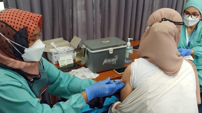 Antusias Warga Bojongsoang Bandung Jalani Vaksinasi Covid-19, 500 Dosis Langsung Ludes Seketika