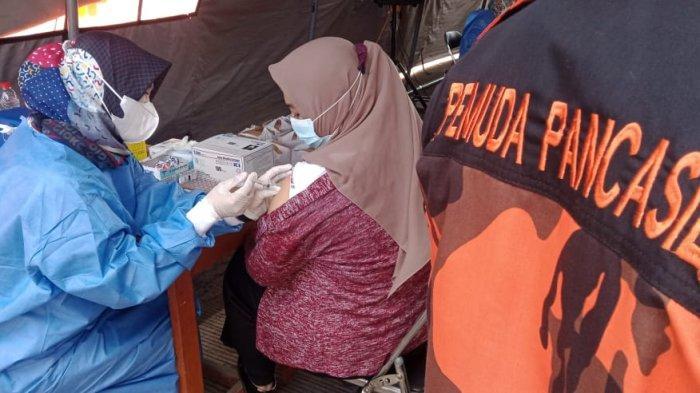 Vaksinasi Massal oleh Pemuda Pancasila Jabar, 500-an Warga Bandung Diberi Vaksin Pfizer