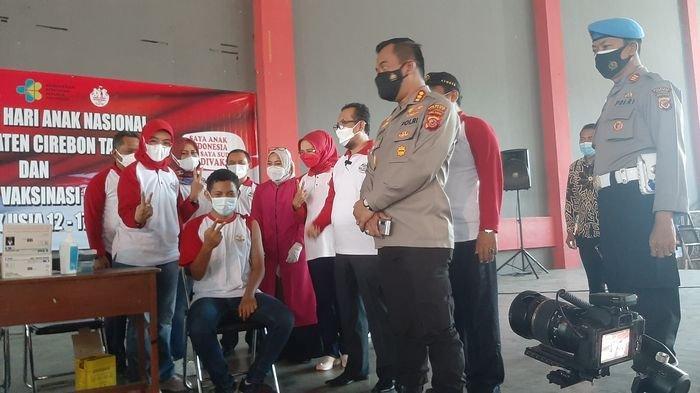 Ratusan Anak dan Remaja Antusias Divaksin Tapi Tetap Tertib Ikuti Prosedur di GOR Ranggajati Cirebon
