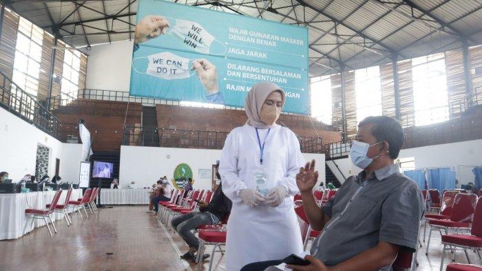 Ribuan Orang Dapat Vaksinasi Dosis Kedua, Dapat Makanan Sampai Es Krim Gratis