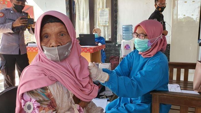 Belasan Ribu Bidan Desa di Jabar Dikerahkan Jadi Vaksinator, Bisa Suntik 500 Ribu Orang Per Hari