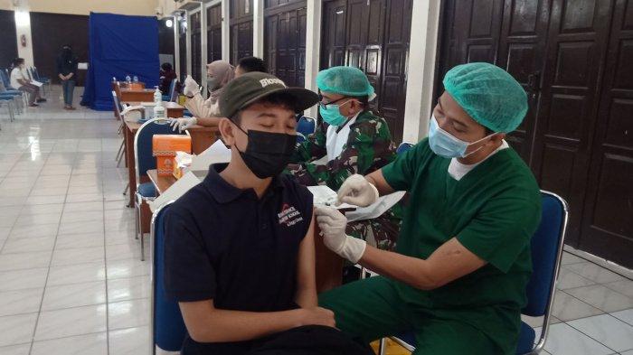 Antusiasnya Warga Ikuti Vaksinasi Massal Tribun Jabar di Widyatama, ''Awalnya Saya Takut''