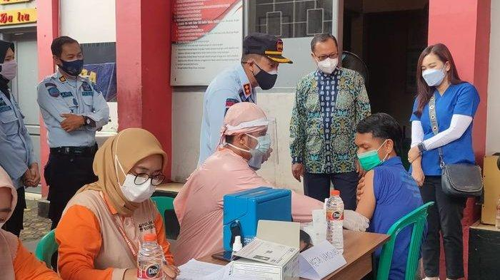 Wali Kota Tinjau Vaksinasi Covid-19 Dosis Pertama bagi Ratusan Warga Binaan Lapas Nyomplong Sukabumi