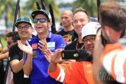 Perpisahan Valentino Rossi dengan Yamaha: Kita Tak Lagi Bersama, tetapi Masih Bisa Menyapa