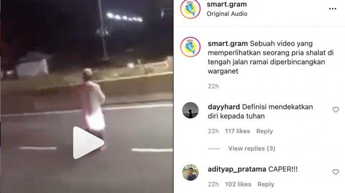 viral aksi pria salat di tengah jalan