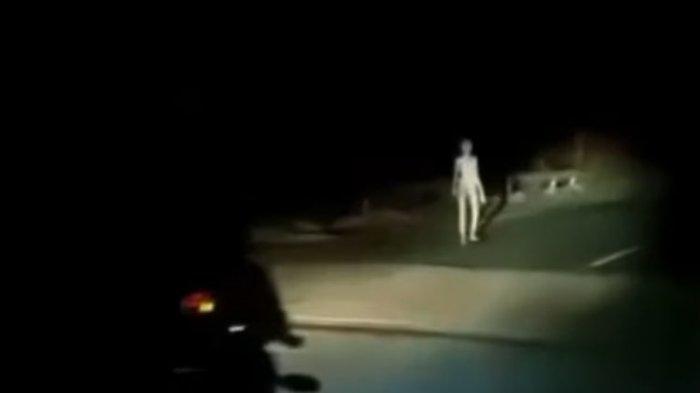 Heboh, Video Viral Disebut Makhluk Supernatural sedang Berjalan di Jembatan, Ternyata ini Faktanya