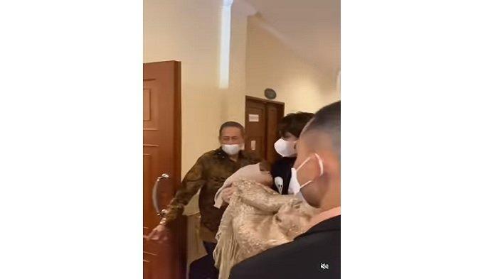 Video viral Lesti Kejora pingsan digendong Rizky Billar