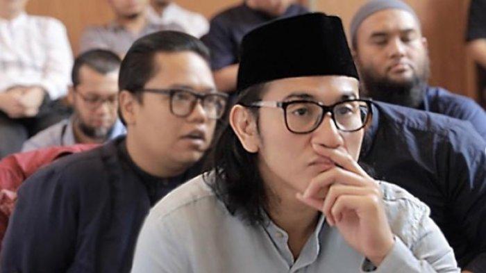 Ada Vino G Bastian di Tengah-tengah Jemaah Kajian Islam yang Dihadiri Para Artis, Hijrah?