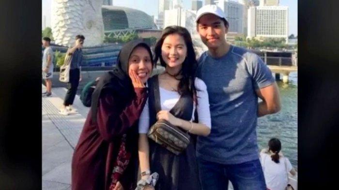 Viral foto kebersamaan Kaesang, Felicia, dan Nadya di Singapura.