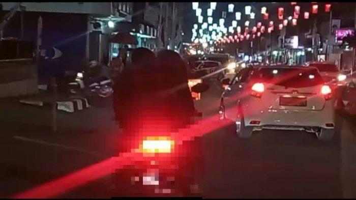 VIRAL, Pasangan Muda Ciuman di Atas Motor lalu Jatuh Tersungkur di Purwakarta, ''Gak Ada Akhlak''