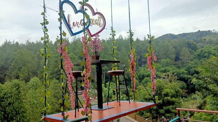 Wahana Love Seat di Dago Dreampark