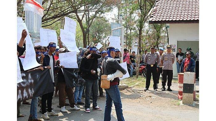 Ratusan Polisi Diterjunkan untuk Amankan Aksi Damai di PG Rajawali II Jatitujuh Majalengka
