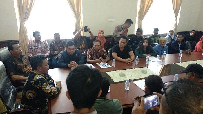Wabup Majalengka Temui Perwakilan Pendemo yang Tuntut Kuwu Banjaran Dicopot