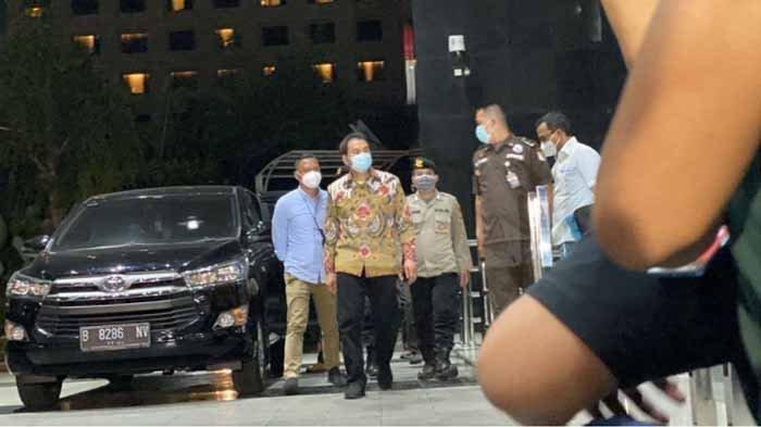 Wakil Ketua DPR, Azis Syamsuddin, tiba di gedung KPK setelah ditangkap di rumahnya, Jumat (24/9/2021). Azis Syamsuddin diduga tersangkut kasus suap Wali Kota Tanjungbalai.