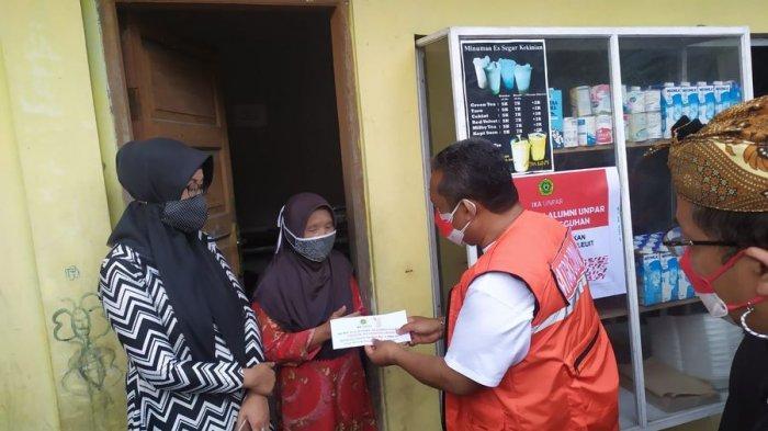 Puluhan Warung Kecil Sekitar Kampus Unpar Bandung Dapat Bantuan Modal Rp 1 Juta