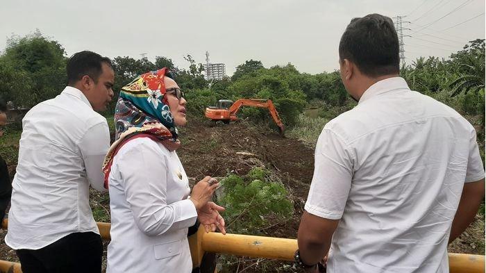 Tak Ingin Banjir Terulang, Pemkot Cirebon Keruk Sungai Cikalong