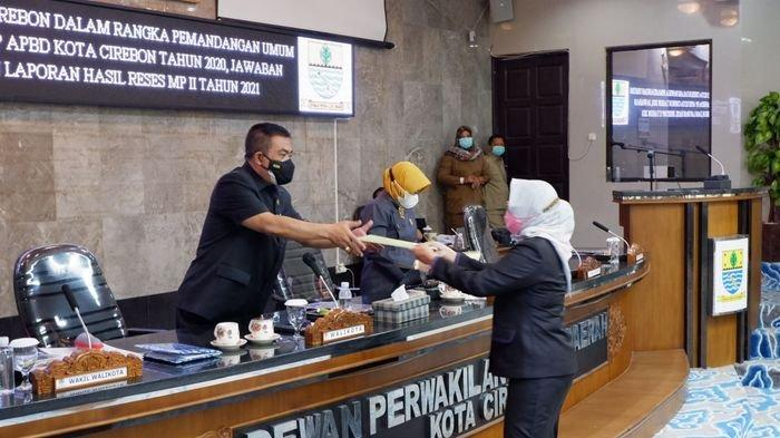 Fraksi DPRD Kota Cirebon Sampaikan Pemandangan Umum Raperda Pertanggungjawaban Pelaksanaan APBD 2020
